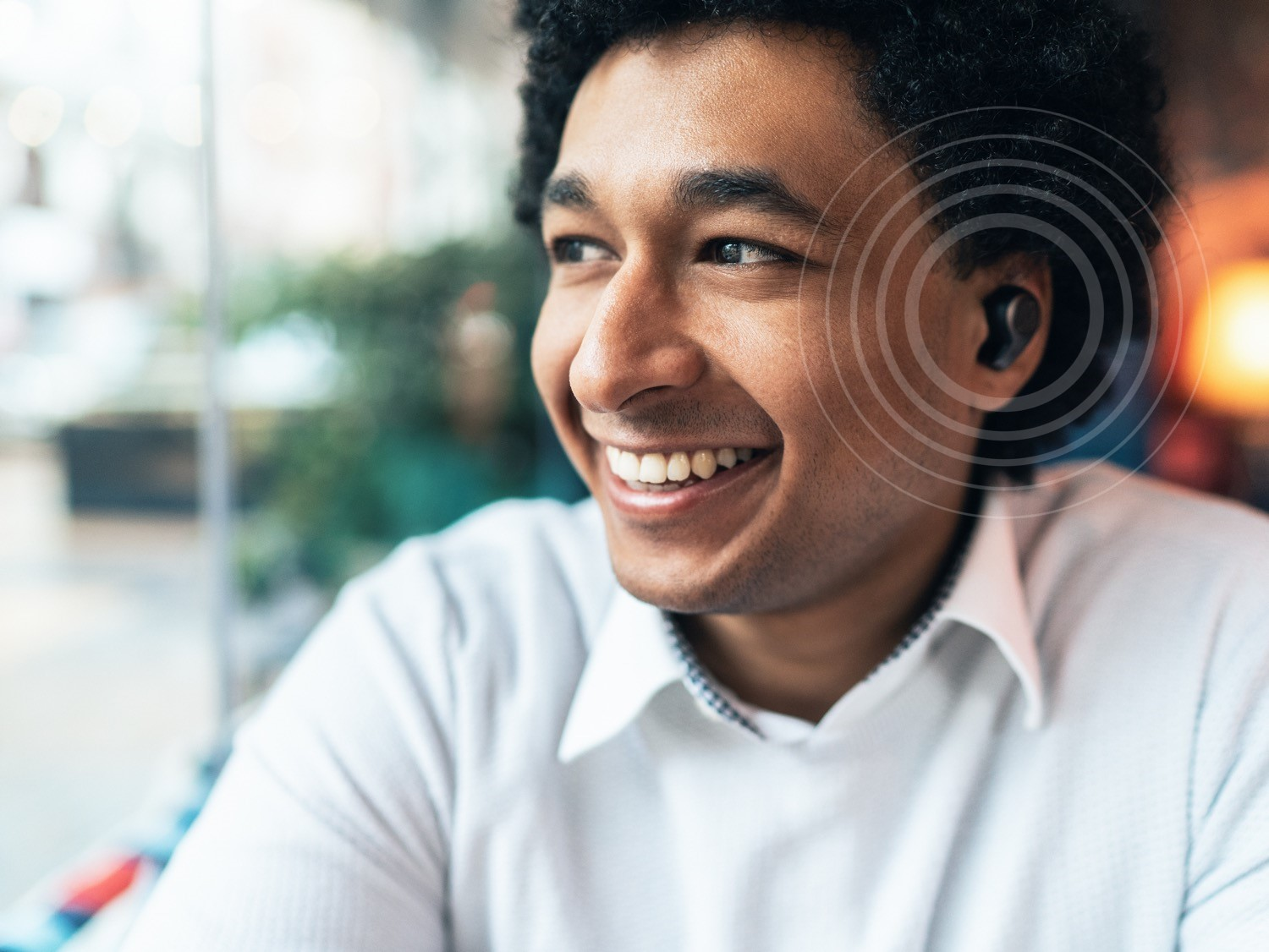 Man wearing earbud
